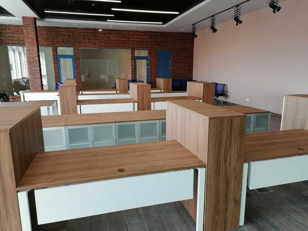 Офисная мебель в стиле лофт для компании DeWalt